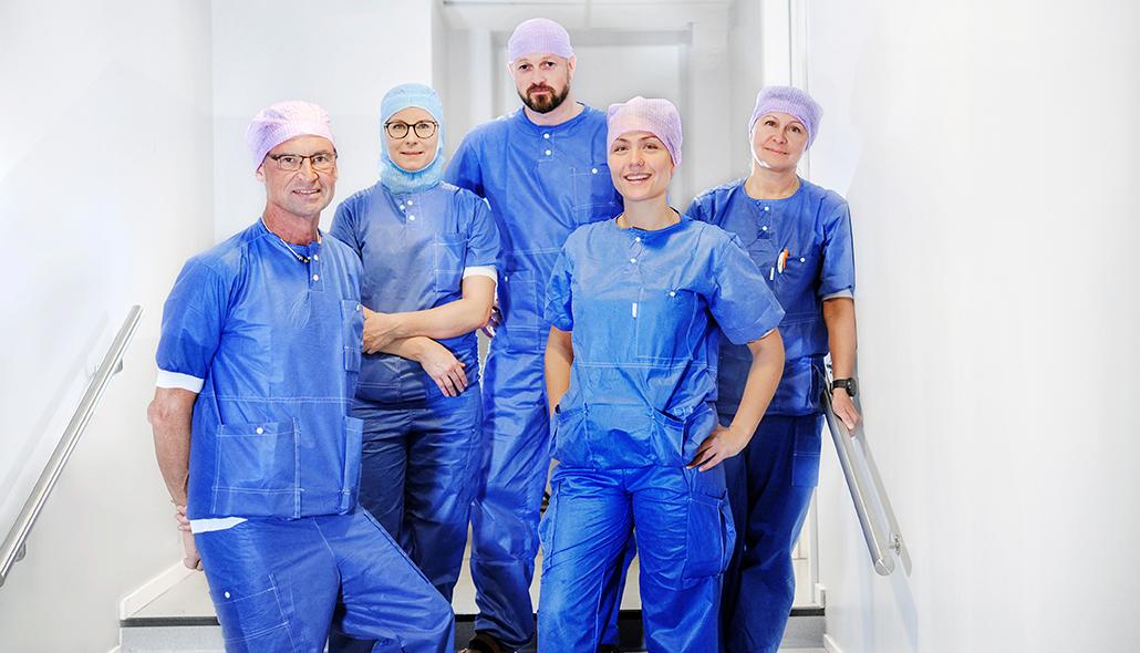 Operationsteamet på Hermelinen iklädda arbetskläder